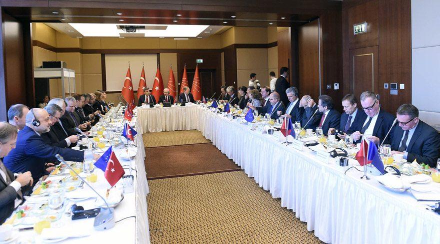 Kılıçdaroğlu, AB üyesi ülkelerin büyükelçileriyle kahvaltıda buluştu
