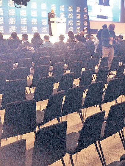 Başbakan Binali Yıldırım Konuşmasını gerçekleştirdikten sonra dün salonda büyük boşluklar gözlendi. Oturumları 40-50 kişilik gruplar takip etti. Fotoğraf Sayime Başçı/SÖZCÜ