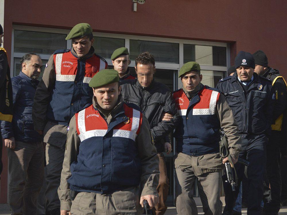 FOTO:İHA - Zanlı mahkemeye SEBSİS yöntemiyle katıldı.