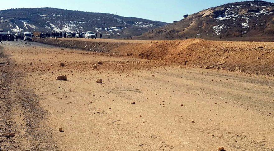 Karayolunda askeri aracın geçişi sonrası patlama