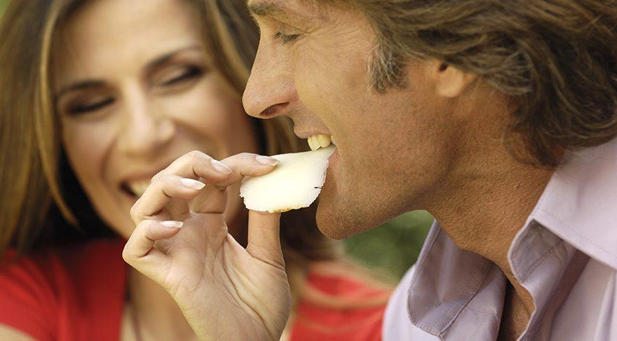 Fırçalayamıyorsanız beyaz peynir yiyin
