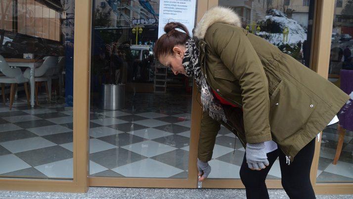 Esnaf sigara yasağını dükkanlarını kapatarak protesto etti