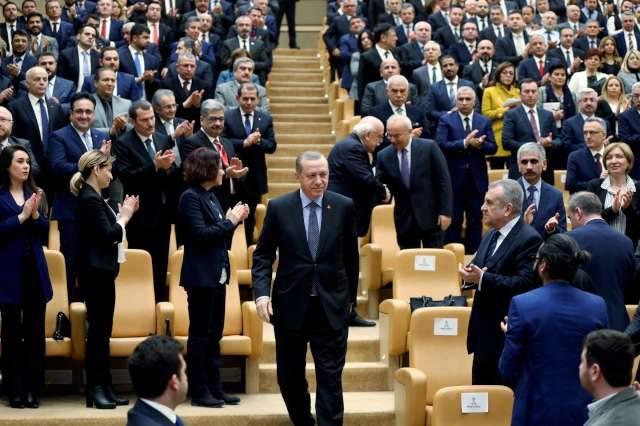 Cumhurbaşkanı konuşmasını yapmak üzere kürsüye çıkarken... Fotoğraf: İHA