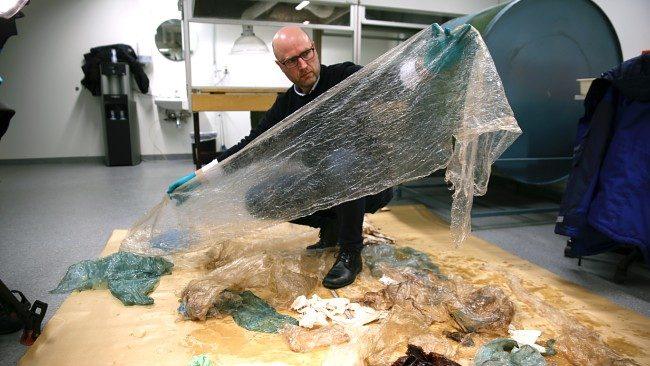 Balinanın midesinden yemek yerine plastik poşetler çıktı.