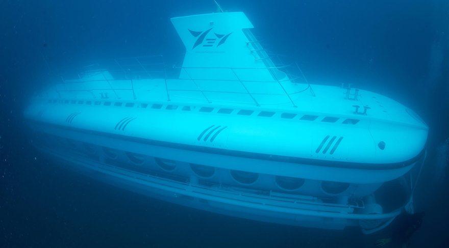 Turistik denizaltı, ilk dalışını gerçekleştirdi