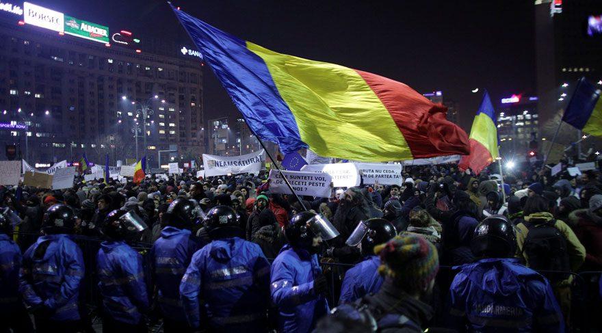 Romanya'da 'yolsuzluk affı' halkı sokağa çıkardı