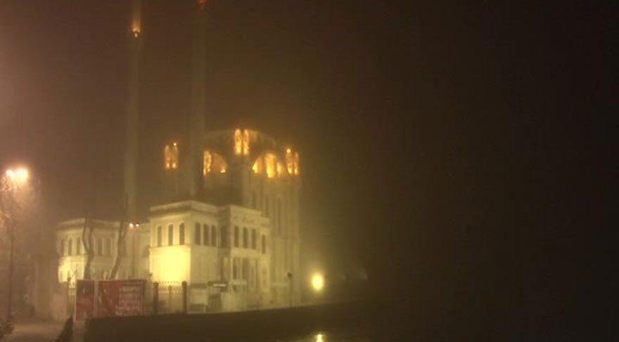 İstanbul Boğazı'nda gemi trafiğine sis engeli