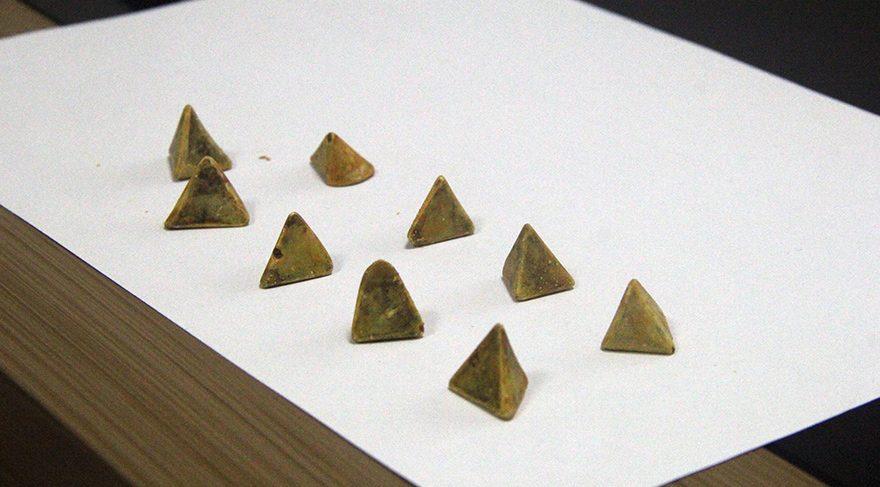 Safra kesesinden çıkan piramit taşlar şoke etti