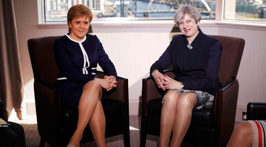 Kadın Başbakanlarla ilgili 'bacak' manşetine öfke