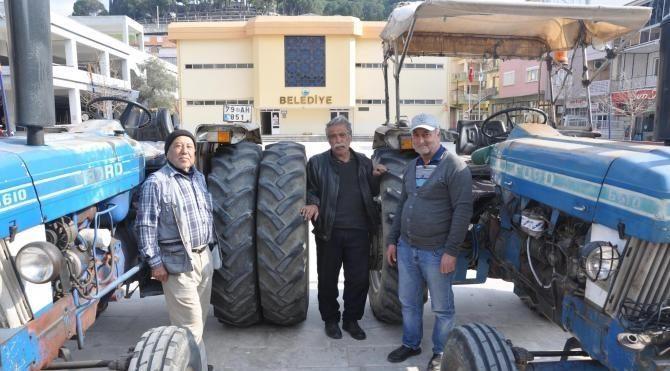 Traktörünün devrilmemesi için arkaya iki tekerlek ekledi