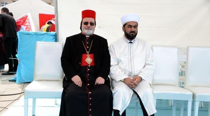 Erdoğan, Mardin'de 4 dilde pankartla karşılandı (1)