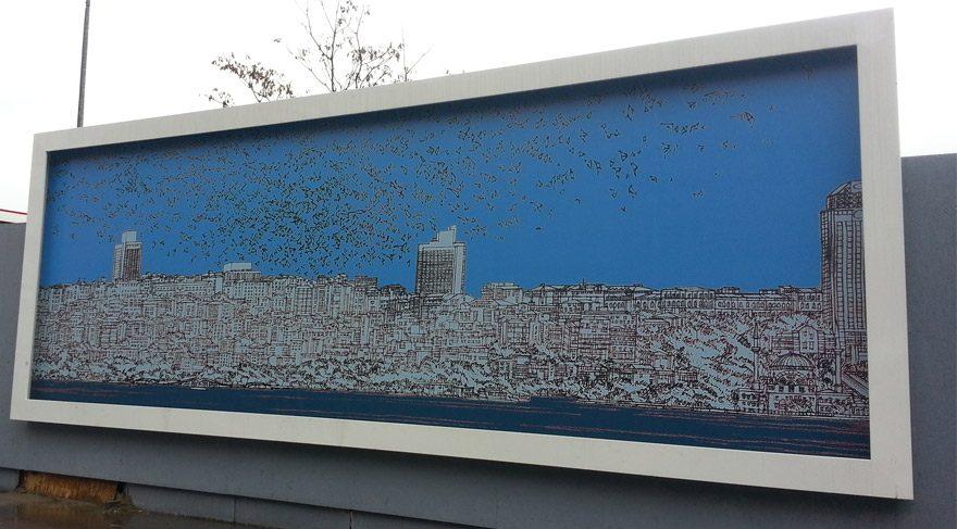 Devrim Erbil'in eserleri inşaat alanını süsledi