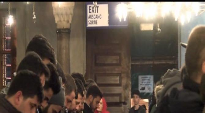 İstanbul'da Regaip Kandili'nde camiler doldu taştı