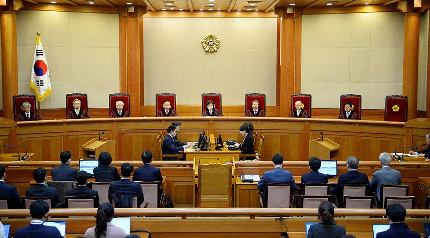 Güney Kore Cumhurbaşkanı azledildi, ortalık karıştı!