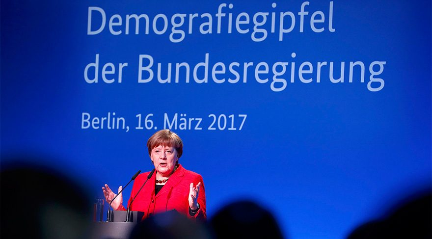 Almanya Başbakanı Merkel'den flaş açıklama