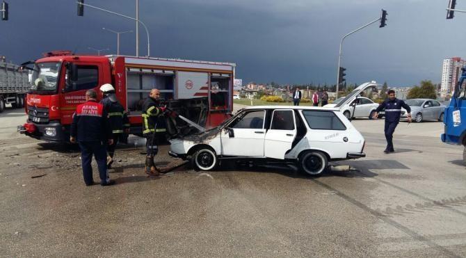 Hasta taşıyan ambulans otomobil ile çarpıştı: 4 yaralı