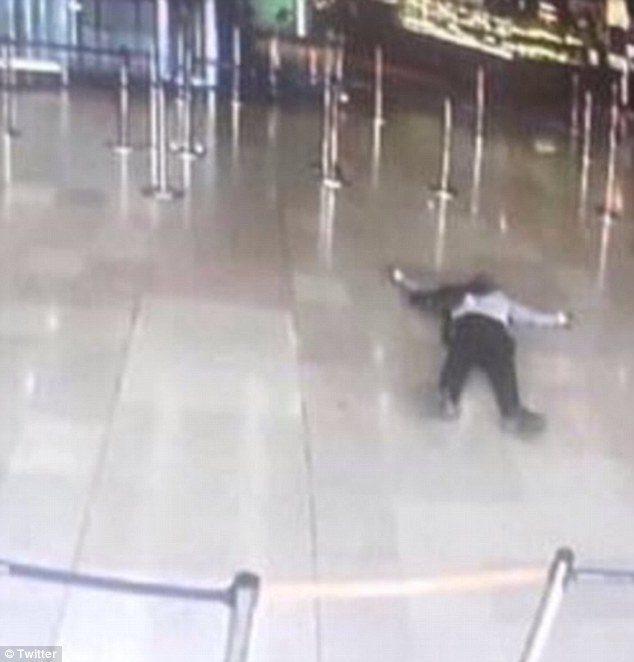 Twitter'da saldırgana ait olduğu iddia edilen bu kare paylaşılıyor.
