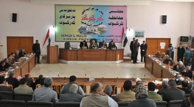 Kerkük İl Meclisi, Kürt bayrağının resmi kurumlarına asılmasını onayladı