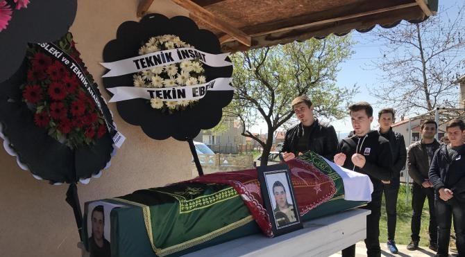 Kazada ölen liseli Ayberk, 'asker tülbendi' ile uğurlandı
