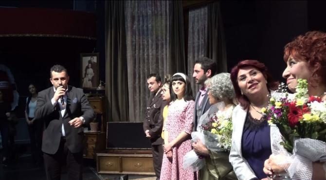 Melek Baykal'dan 'Ahududu' oyununda çifte Atatürk mesajı