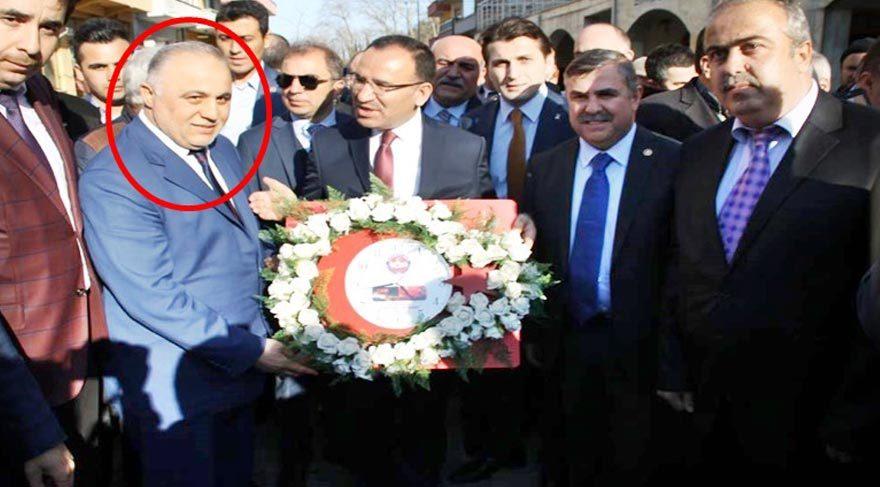 FETÖ sanığı Adalet Bakanı'na 15 Temmuz plaketi verdi!