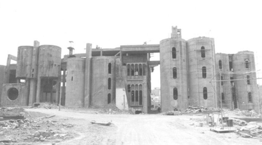 Dökük bir çimento fabrikasından müthiş bir malikane yaptı
