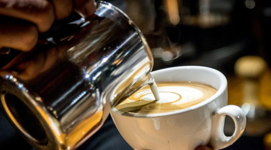 Aç karnına kahve içmenin zararları