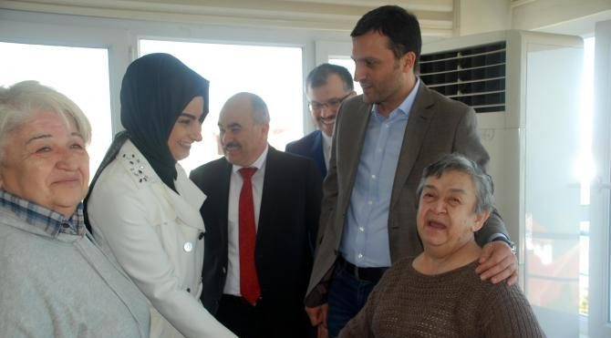 Başbakan Yıldırım'ın kardeşi Kızılay Şube Başkanı İlhami Yıldırım, yaşlıları ziyaret etti