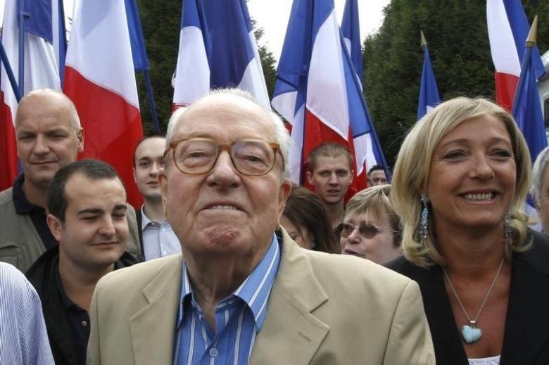 Ulusal Cephe lideri Marine Le Pen, babası Jean-Marie Le Pen ile birlikte.