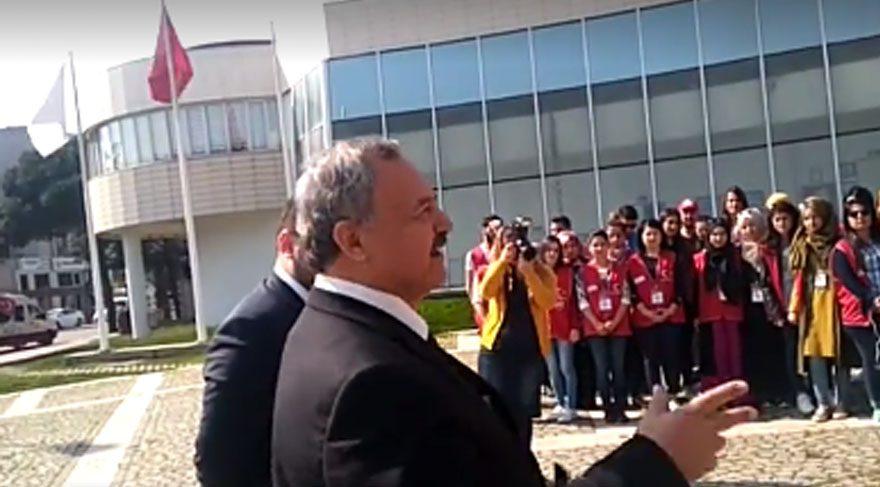 AKP'li başkan İzmir Marşı'nı duyunca: Allah hepimize sabır versin