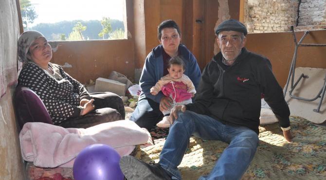 2 çocuklu aile evsiz kaldı