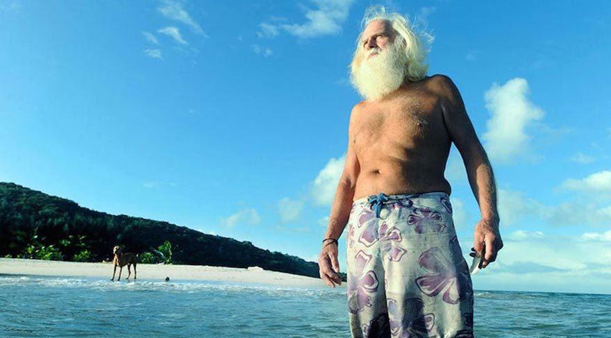 Issız bir adada yalnız yaşayan eski milyoner