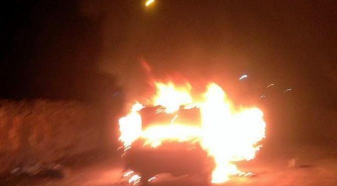 Tomarza'da seyir halindeki otomobil yandı