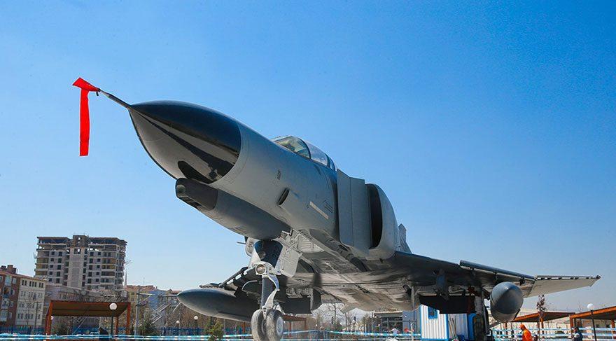 Tankları ile ünlü Sincan'a savaş uçağı konuldu