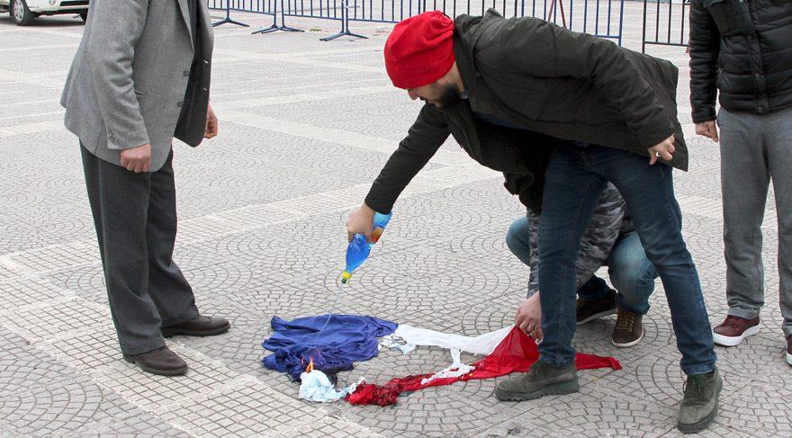 Hollanda yerine Fransa Bayrağı yaktılar