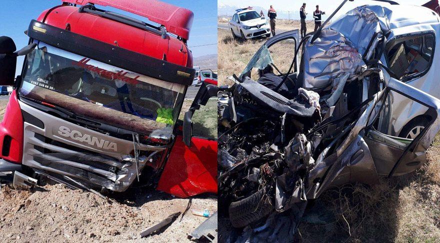 TIR'la otomobil çarpıştı: 2 ölü, 3 yaralı