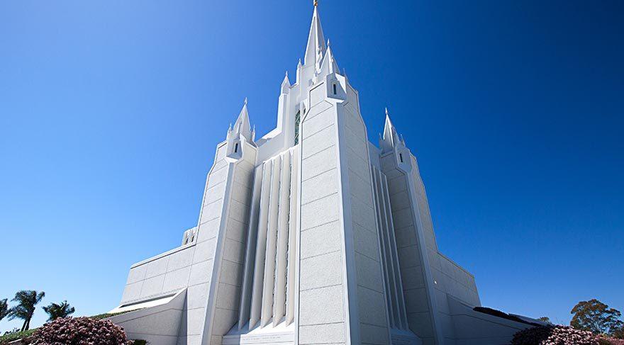 Mimarisiyle dikkat çeken dini yapılar