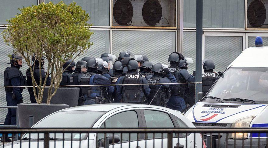 Paris alarmda! Peş peşe iki saldırı