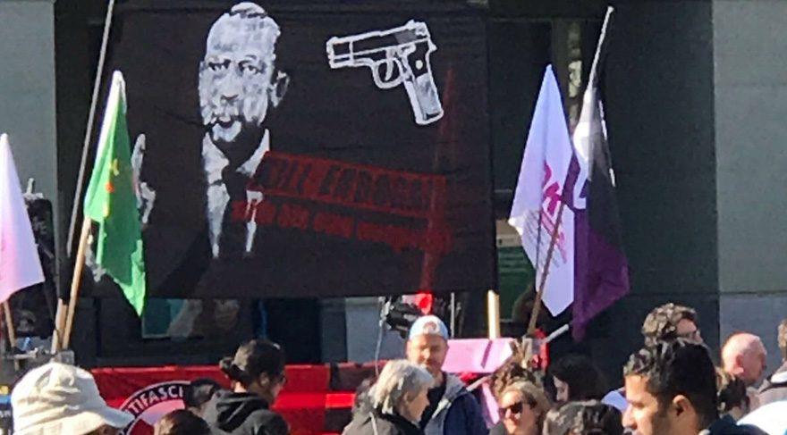 İsviçre'deki pankarta soruşturma...