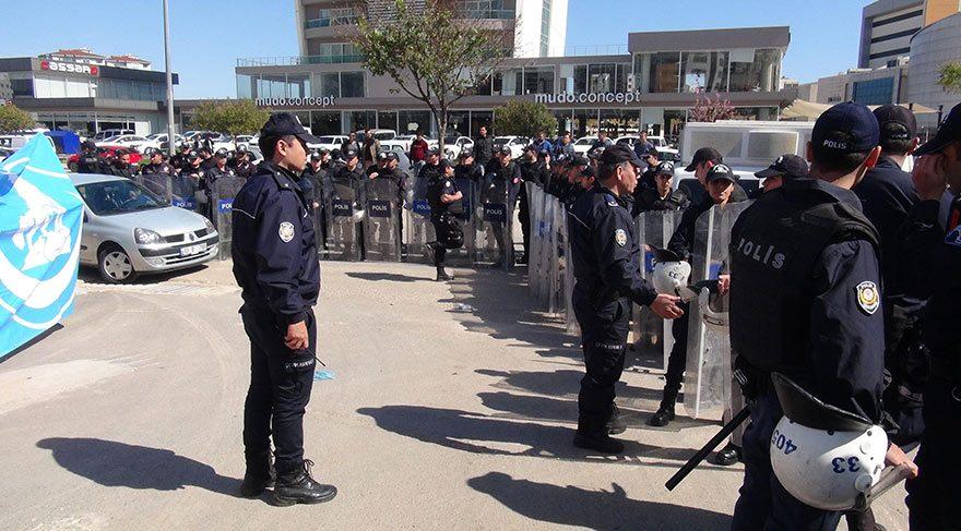 Meral Akşener, Mersin'de protesto edildi