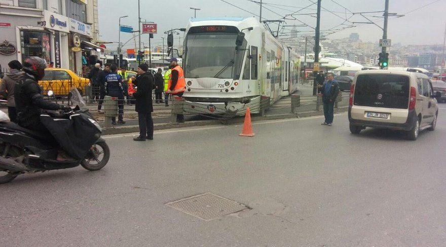 Son dakika haberi… Tramvay raydan çıktı!