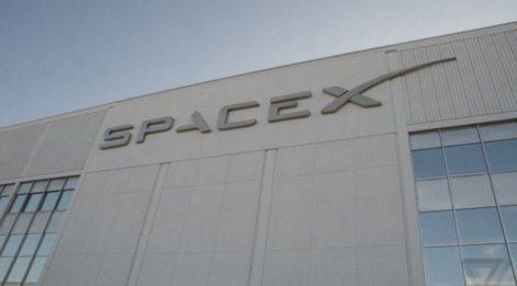SpaceX Ay'a yolculuk düzenleyecek!