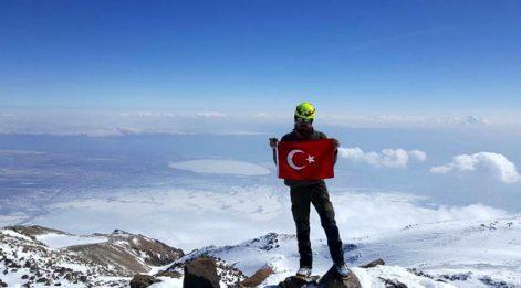 Tek başına Süphan Dağı'na tırmandı