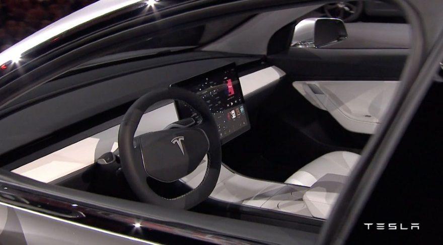 Elektrikli araba Tesla Model 3'te gösterge yok