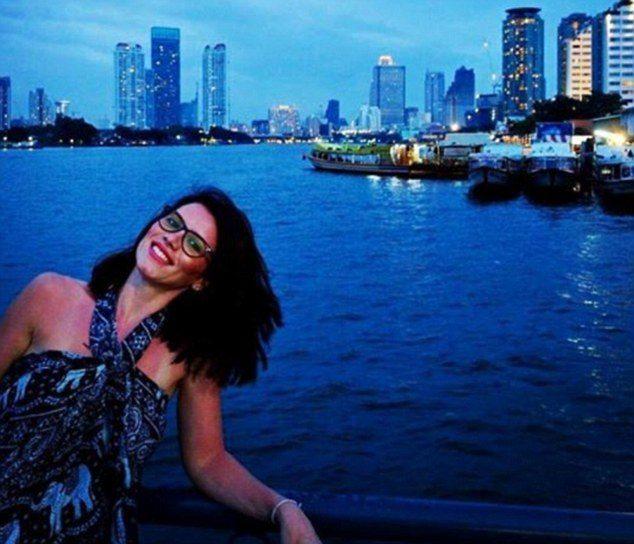 Thames Nehri'ne atlayan kadının Romanya vatandaşı Andreea Cristea olduğu açıklandı. Mimarlık yaptığı belirtilen Cristea'nın durumunun ağır olduğu öğrenildi. Talihsiz kadının, nişanlısı Andrei Burnaz ile birlikte müstakbel eşinin doğum gününü kutlamak için Londra'ya geldiği ifade edildi.