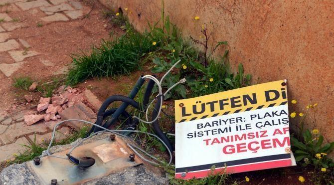 FETÖ'den sorgulanan Baro Başkanı, adliyeye hibe edilen güvenlik sistemini söktürdü