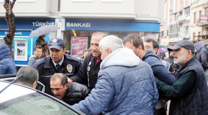 Uşak'ta YSK protdestosunda 14 gözaltı