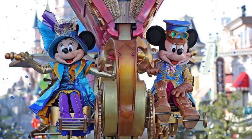 Paris Disneyland'de renkli 25. yıl kutlaması