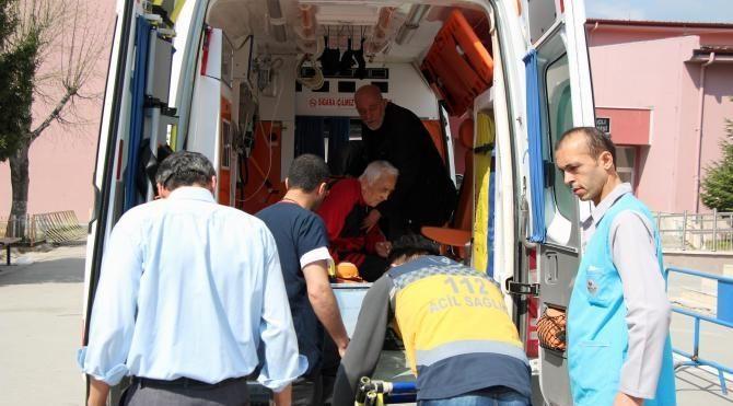 Hasta ve engelli seçmenler ambulansla sandıklara taşındı