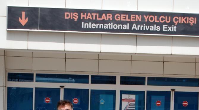 Gurbetçi ozan oy kullanmak için Kayseri'ye geldi
